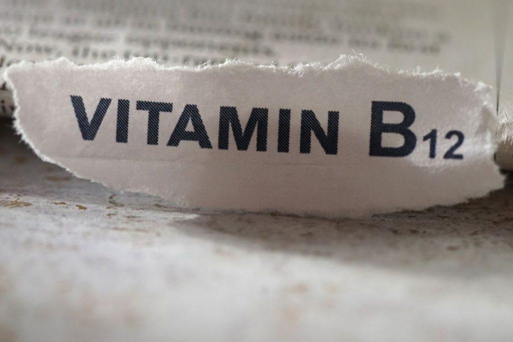 étiquette où il est écrit vitamine b12